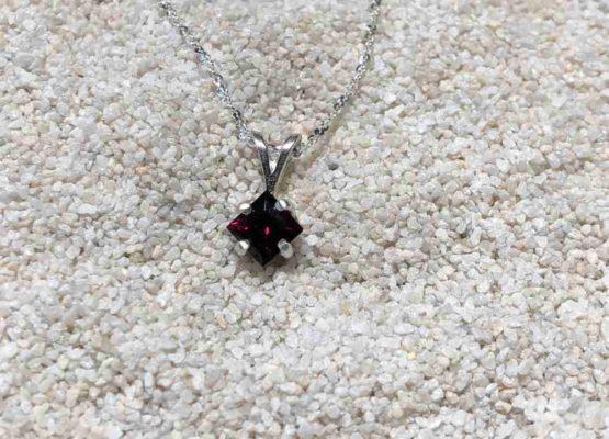 Idaho-garnet-Square-Necklace