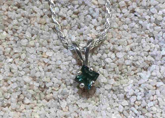 Square-Montana-sapphire-necklace