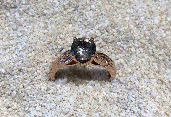 Sapphire-ring-rose-gold