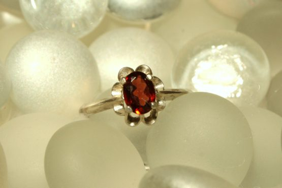 Idaho Garnet in Petal Ring