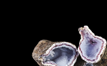 Montana Gems of Phillipsburg carries a large selection of both Geodes and also Gem Gravel